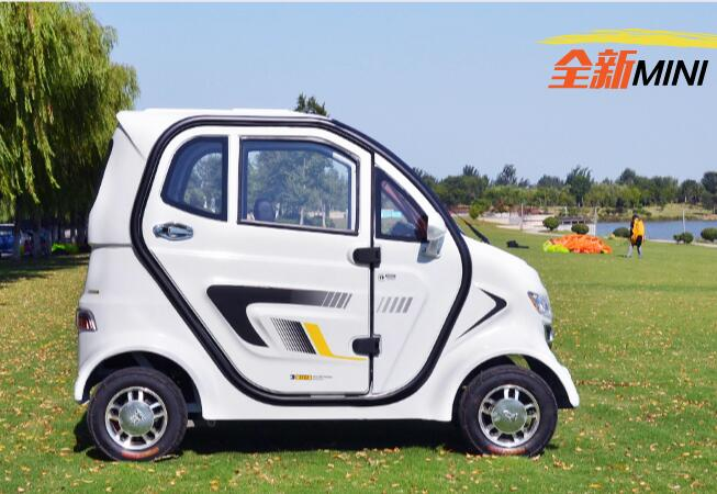 Enclosed cabin 3 seats 4 wheels elderly electric all weather mobility scooter car with windshield and canopy