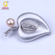 Wholesale latest brooch design metal leaf brooch