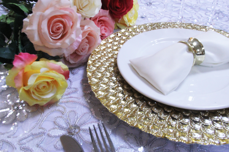 PZ37650 new design peacock gold glass charger plate for wedding