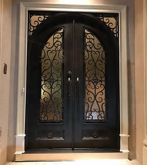 โค้งคู่ประตูทางเข้าเหล็กดัดกลางแจ้งด้านหน้าประตู