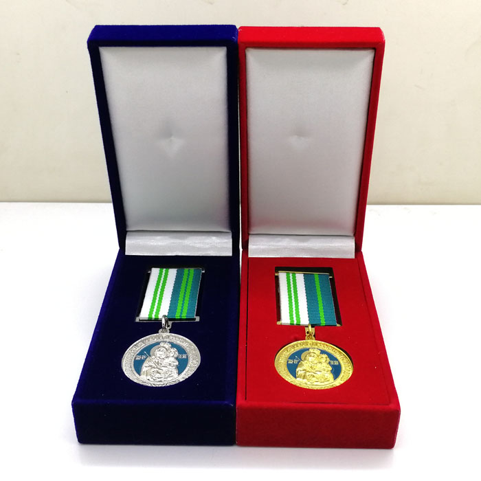 Made in Zhongshan custom gold and silver christian metal medals in velvet box