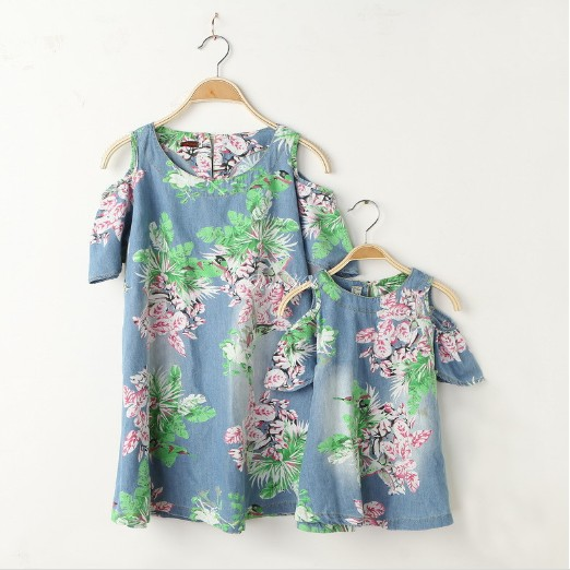 Free shipping FAMILY Sets New 2015 Summer style fashion off shoulder jean floral mother and daughter dresses roupas mae e filha