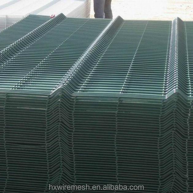 Una mesa de ping valla de alambre (alambre panel de la cerca de ...
