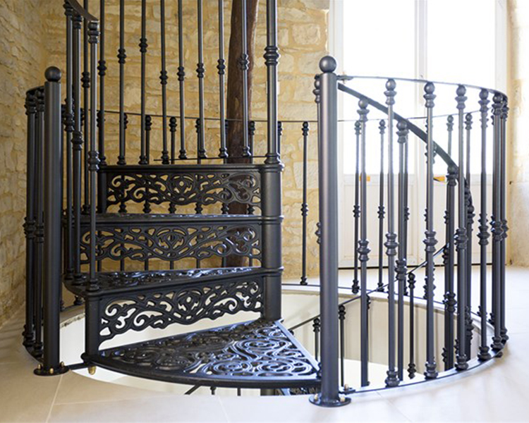 Escaleras Caracol Usadas. Usada De Interior Antiguo Pequea Escalera ...