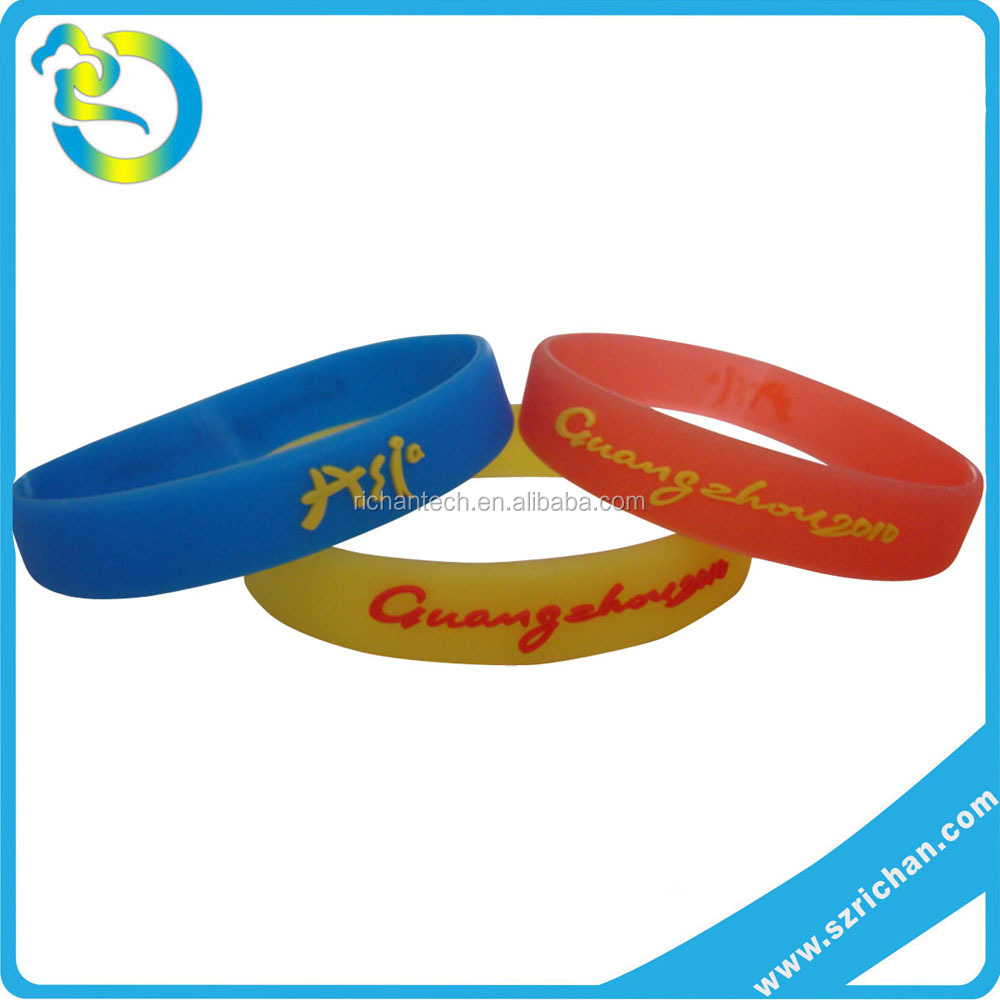 personalized colorful relief embossed silicone arm band with saying