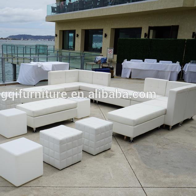 Outdoor White Turfted <strong>Sofas</strong> for Wedding Rental