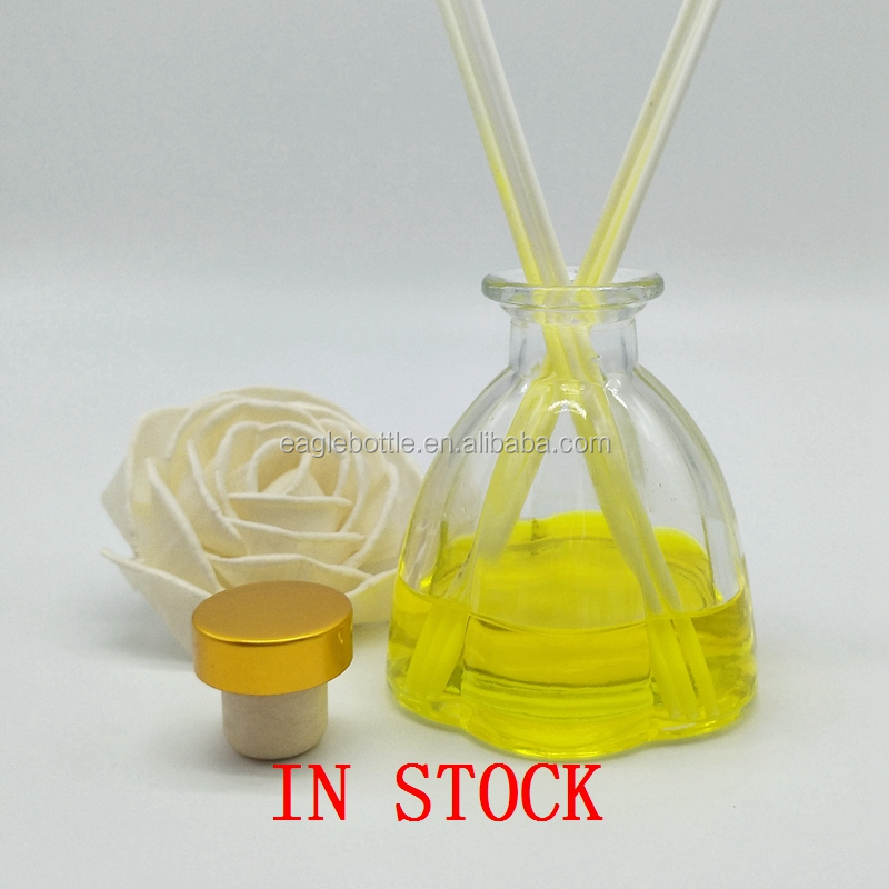 High Quality Aroma Diffuser Glass Bottle With Rattan/air freshener glass aroma diffuser bottle flower shape