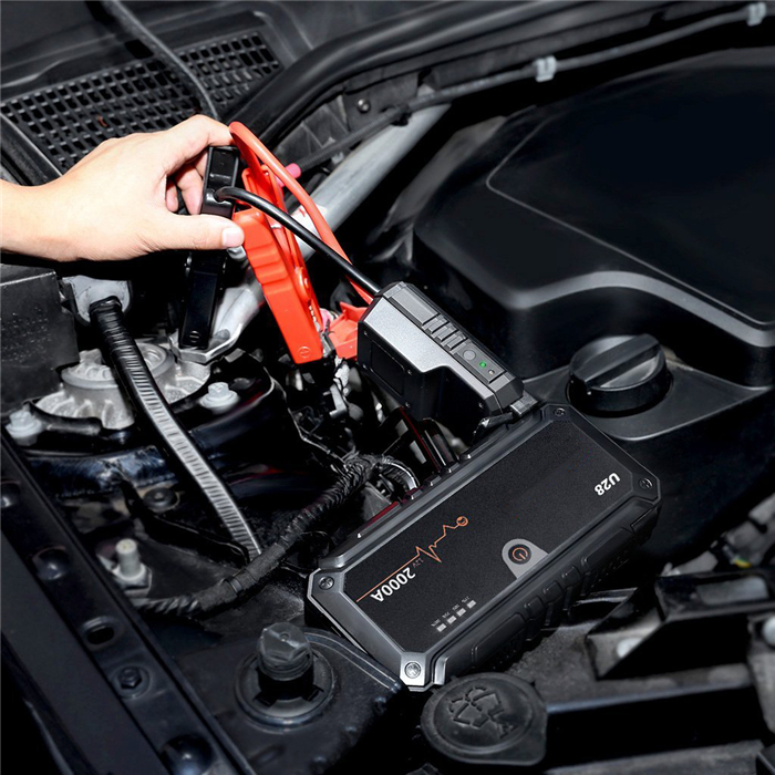Emergency tool car battery booster for 8.0L diesel vehicles Noco Genius 2000A peak suaoki jump starter