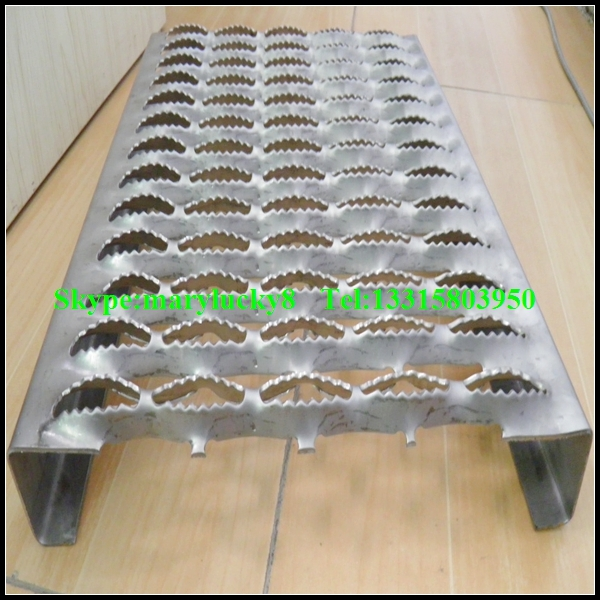 Stainless Steel Stair Tread Perforated Steel Stair Treads