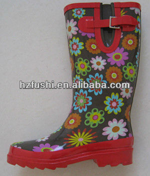 Unique Lady Rubber Ran Boots with Printed Daisy
