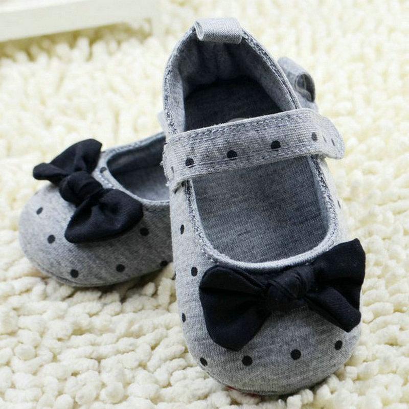 Cute Baby Girls Slip-On Cotton Cloth Prewalker Gray Polka Dot Crib Shoes