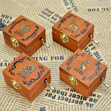 패션 장식 <span class=keywords><strong>손</strong></span> <span class=keywords><strong>크랭크</strong></span> Music Box 나무 Retro Mini Gift Music Box