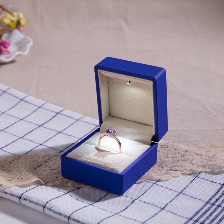 кольца женские фото в коробочки водится, самом