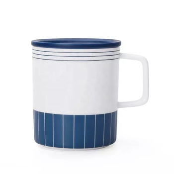 Blue and white color cylinder shape wholesale  ceramic mug with lid and handle