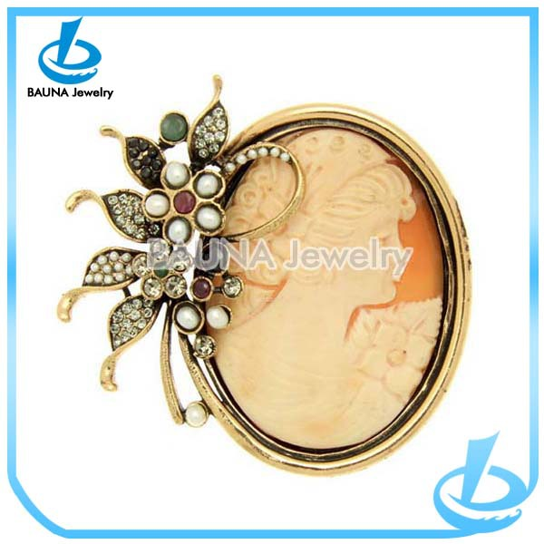 European fashion gold circle with cameo brooch