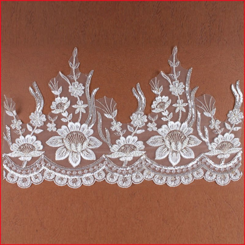 Attractive Lotus Flower Scalloped Ivory Lace Trimming