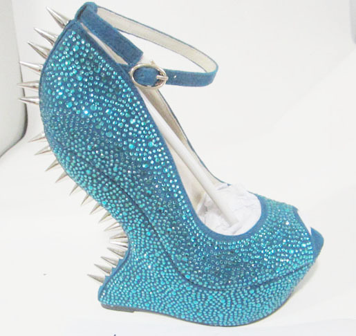 Ladies spiked fashion wedge shoes