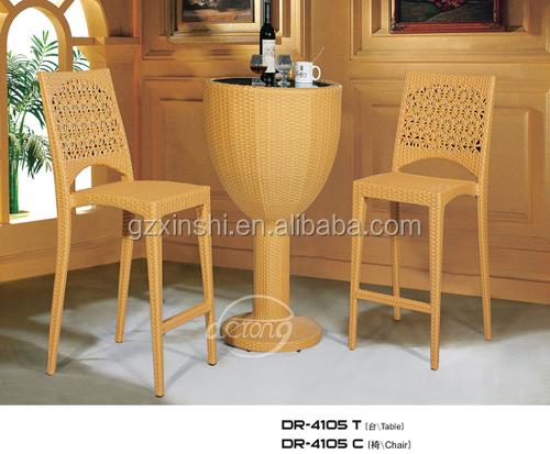 Mobili da giardino in rattan pe bancone bar tavolo e alta sgabelli