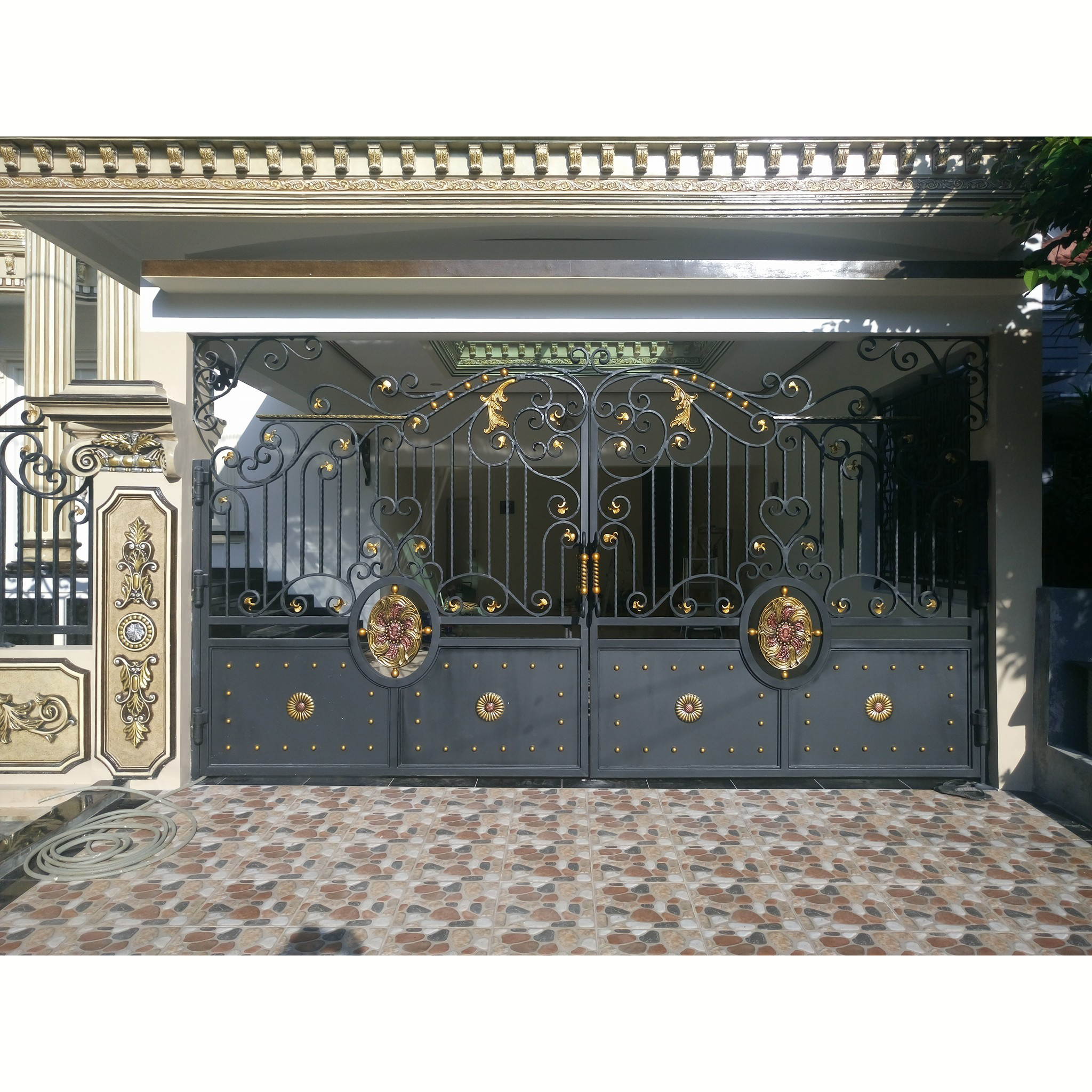 Main Iron Manual Swing Fence Gate Buy Main Iron Gate Manual Swing Gate Iron Fence Gate Product On Alibaba Com