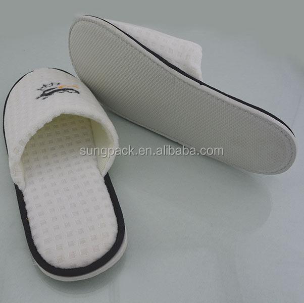 7dbe384223dc19 Pakai Sandal Hotel Terry Kain Putih dengan Logo Disesuaikan EVA Sol Karet  Sandal Wafel