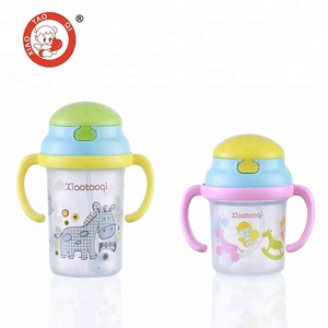 Wholesale plastic kids baby drinking sippy training cups