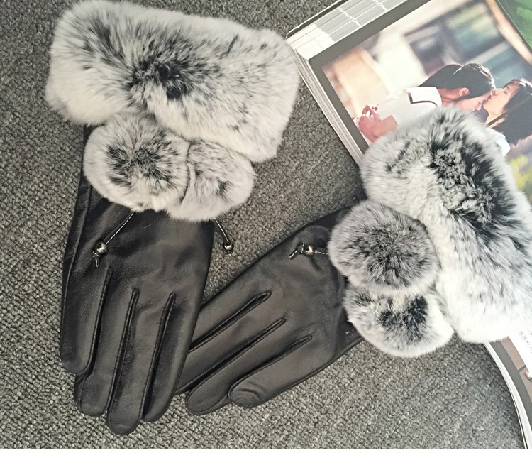 Ladies leather gloves with rabbit fur trim to make you warm
