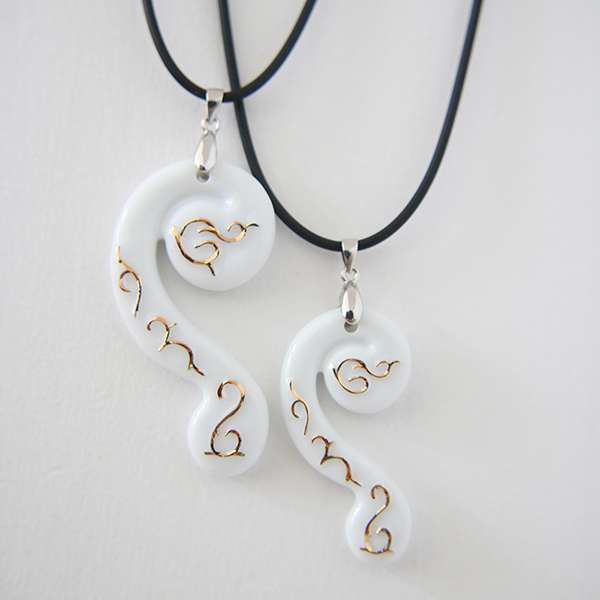 Necklace Jewelries White Color and Gold Plated Ceramic Pendant Necklace