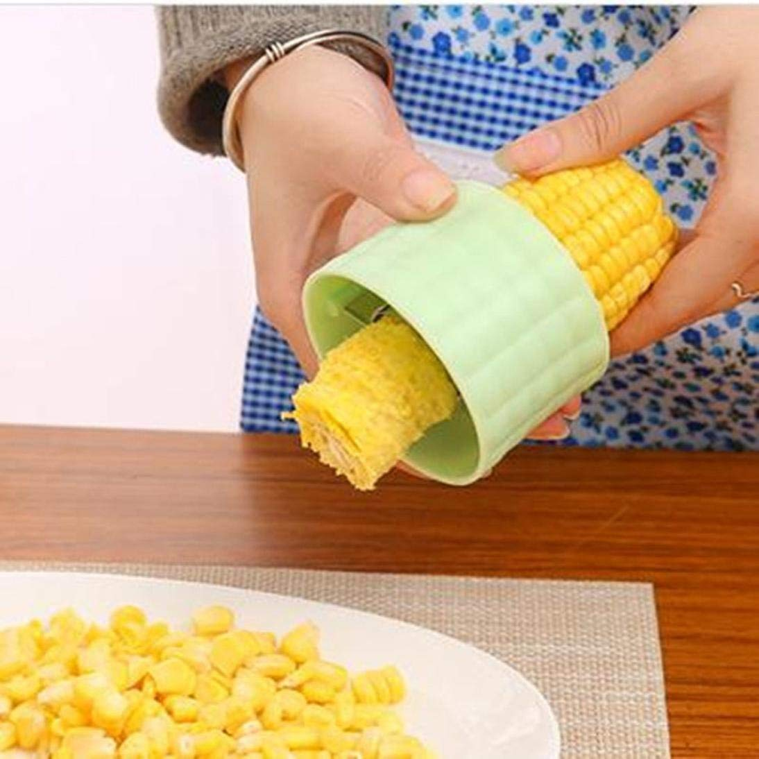 Sikye Corn Cob Cutter - One Step Easy Remove Corn Threshing Splitter Kitchen Tool Helper (Green)