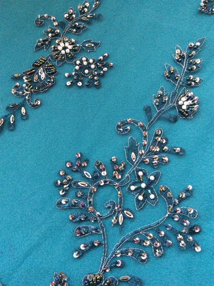 Año nuevo diseño de moda con cuentas lentejuelas bordado de tela para las niñas vestidos fiesta