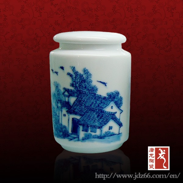 Simple and elegant square blue and white porcelain tea can