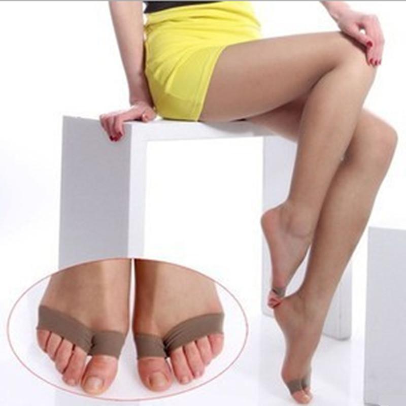 Pster Hermosas piernas delgadas en medias de nylon negro