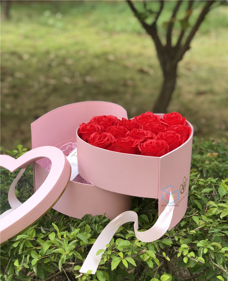 Heart-shaped double-layer rotating flor caixa de presente de papel com janela de PVC