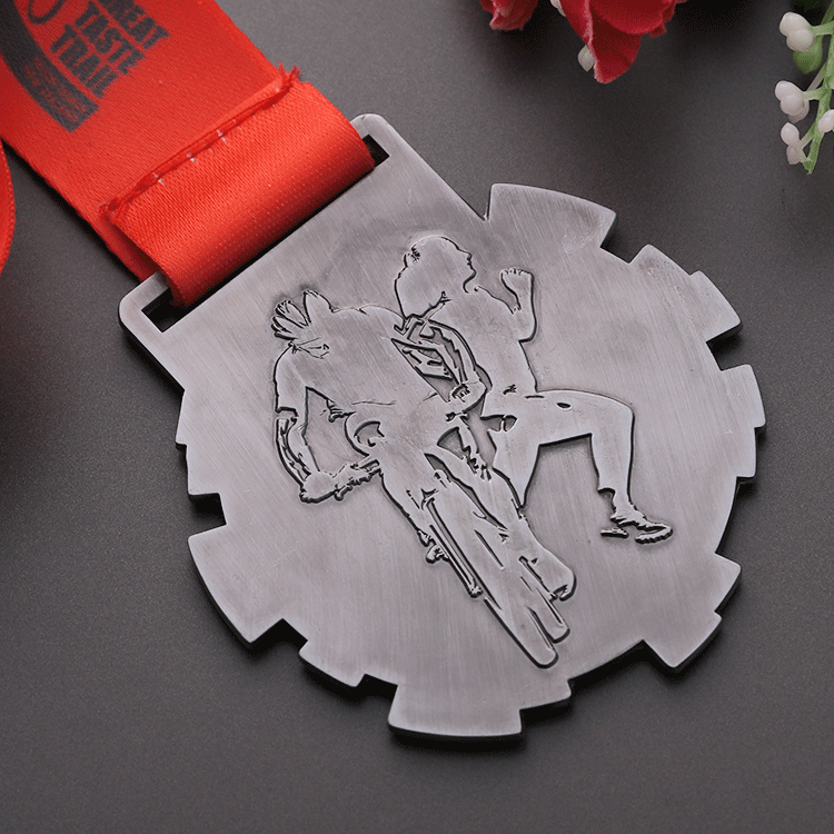Hot design zinc alloy die casting black nickle plated metal embossed marathon medals