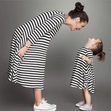 Volné pruhované šaty pro maminku a dceru
