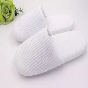 b71bdcd8de12 2018 Wholesale High Quality Custom Hotel Waffle Slippers