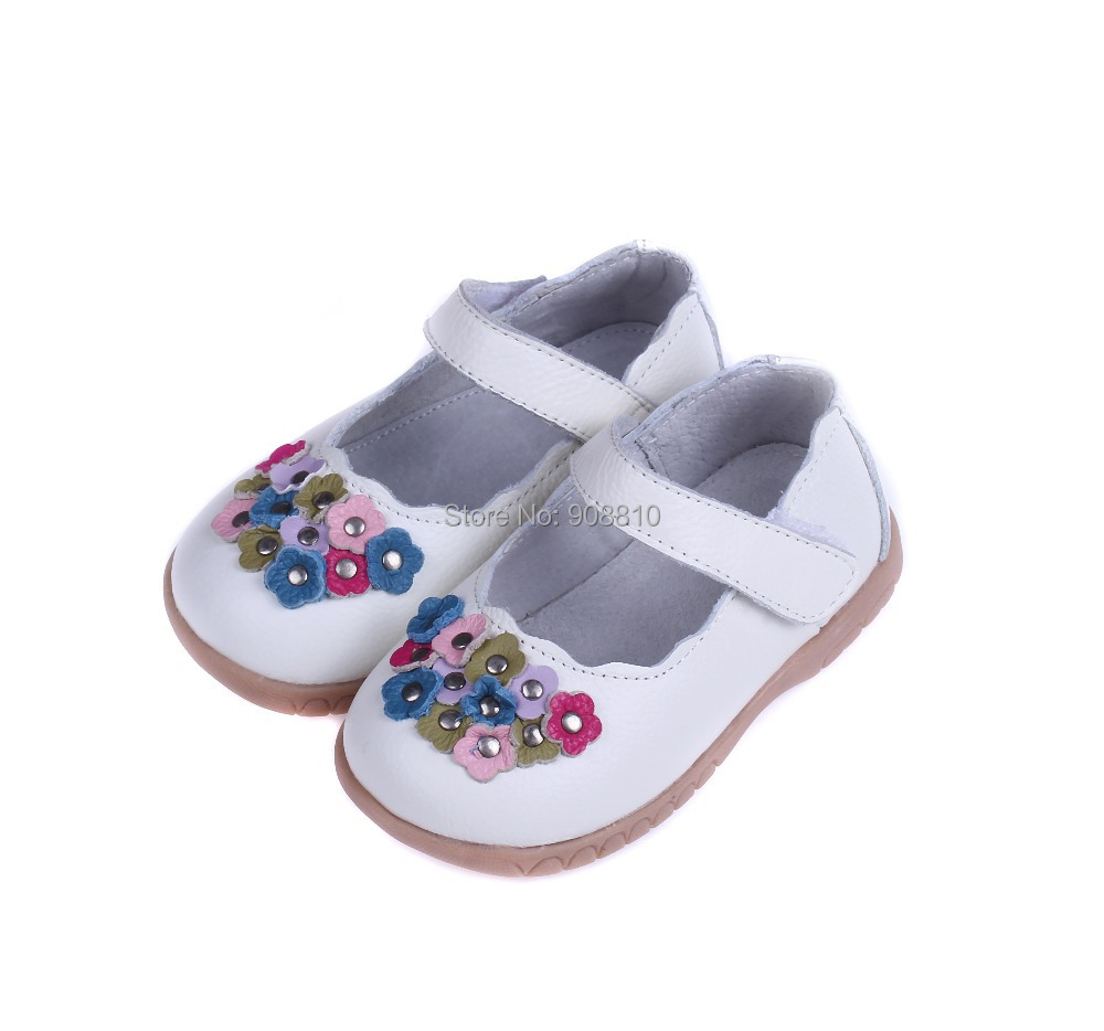 Our big girls' shoes, little girls' shoes and slippers for girls stand out from the sea of children's shoes you have to choose from. With a range of machine-washable shoes and sandals, baby shoes made for first steps, and water-ready shoes made for land and sea, .