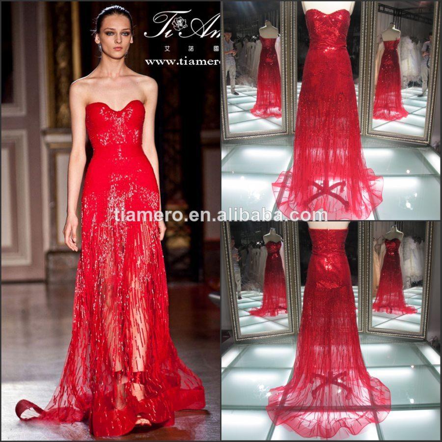 Sonar con mujer con vestido rojo
