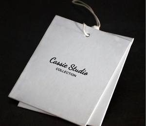 Custom Name Offset Print White Paper Hang Garment Label Tag with Spare Button Bag