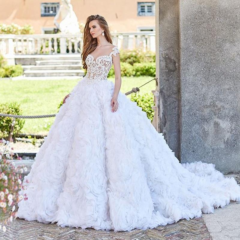 c08a7573f7c Великолепная роза цветок рюшами пышное свадебное платье Принцесса бальное  платье с кружевом лиф белое свадебное платье