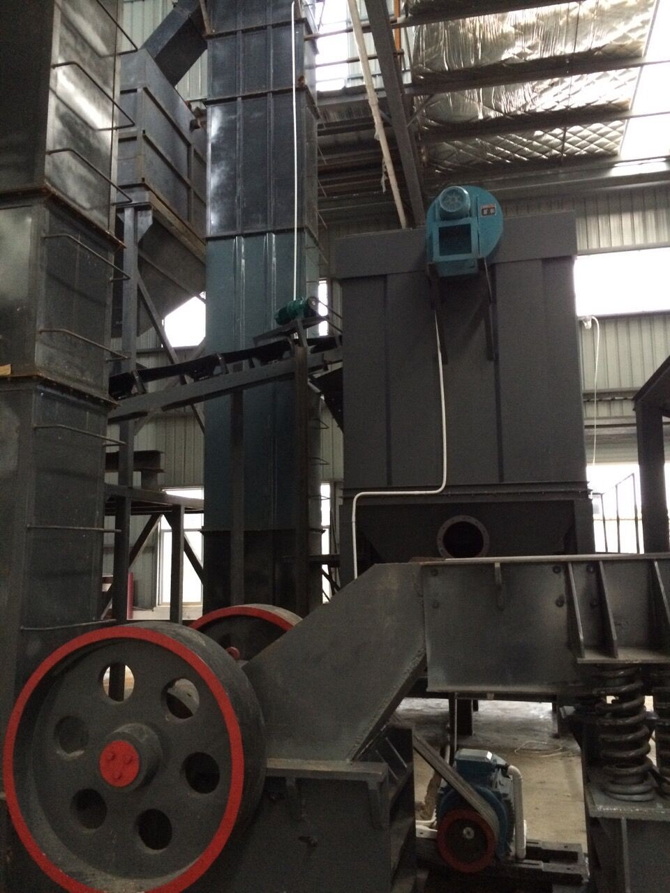 coarse hammer mill Hammer mill is engaging in crushing various rocks and stones with comprehensive strength not higher than 320 mpa into coarse powder and small particles, it is widely used in metallurgy, mining, chemical, cement, coal, sand-makin.