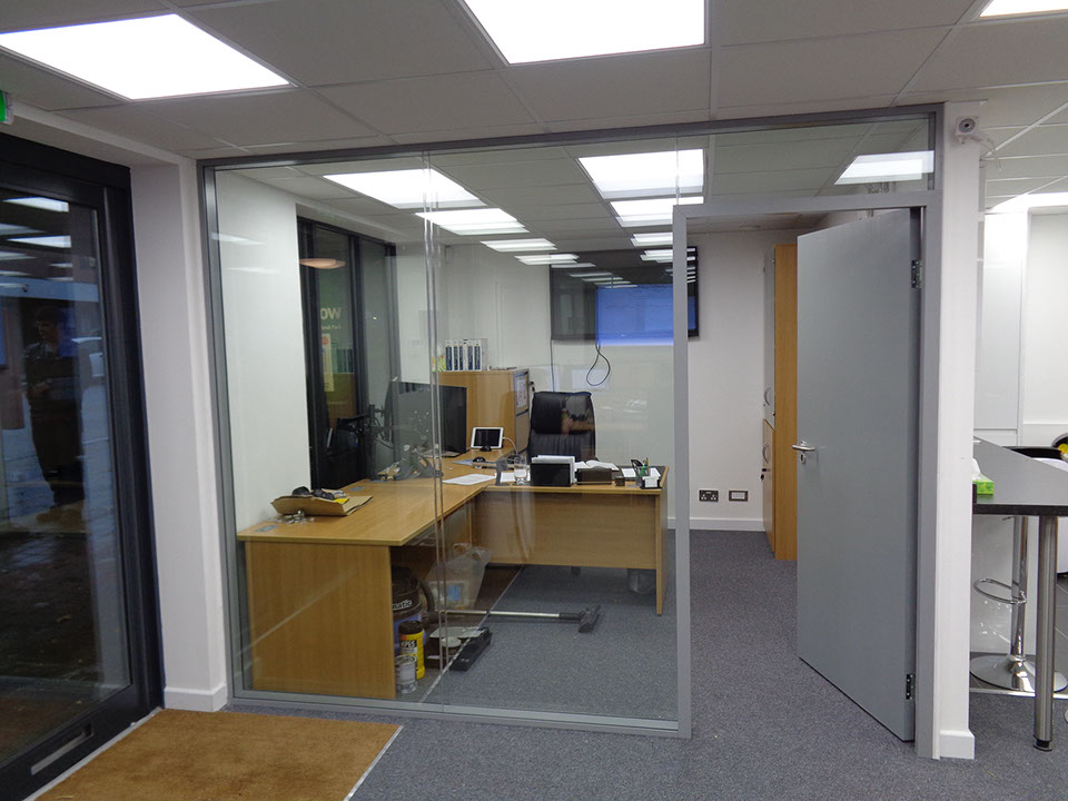 Guangzhou Office Cubicles Glass And Wood Interior Glass