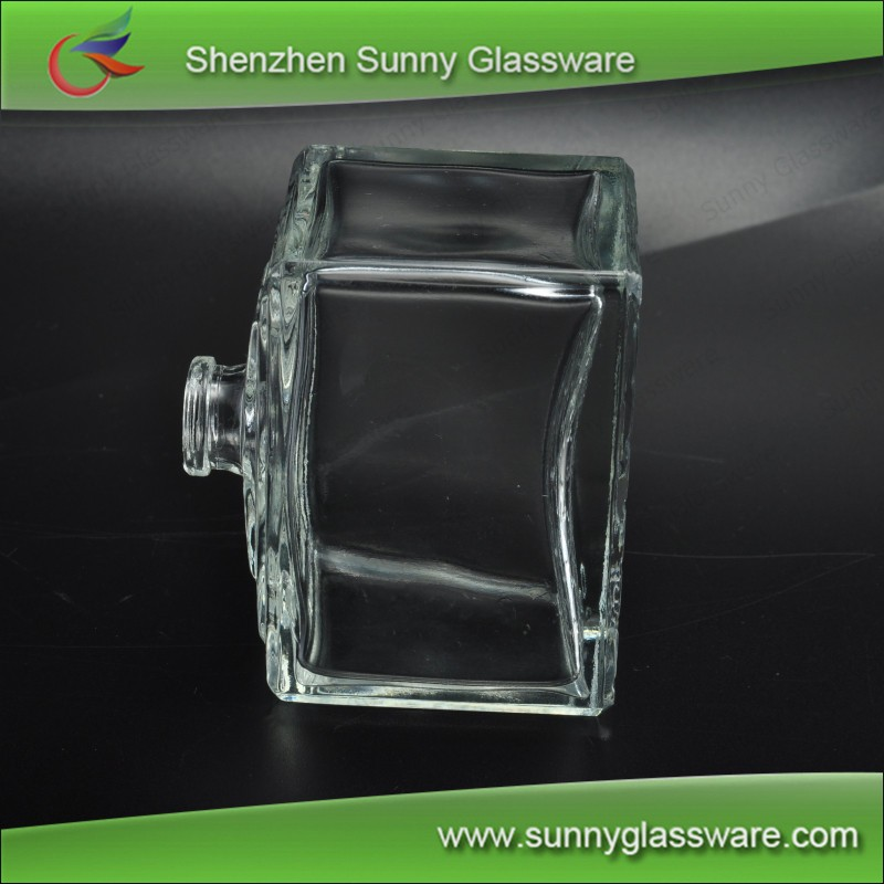Square Refillable Glass Perfume Bottle with Spray Used in Car 4oz