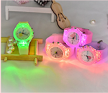 2020 new design customize logo flashing light candy colors Waterproof Sport Silicone Watch for Children gifts