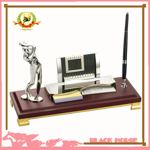 Factory Directly Metal Silver Golf Status, Clock Pen Holder With Wooden Base