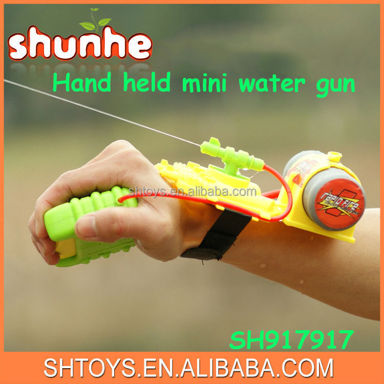 Cheap summer toys wrist water gun hand held mini water gun