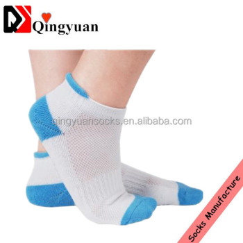 Anti slip oem service colored customized girls grip sock
