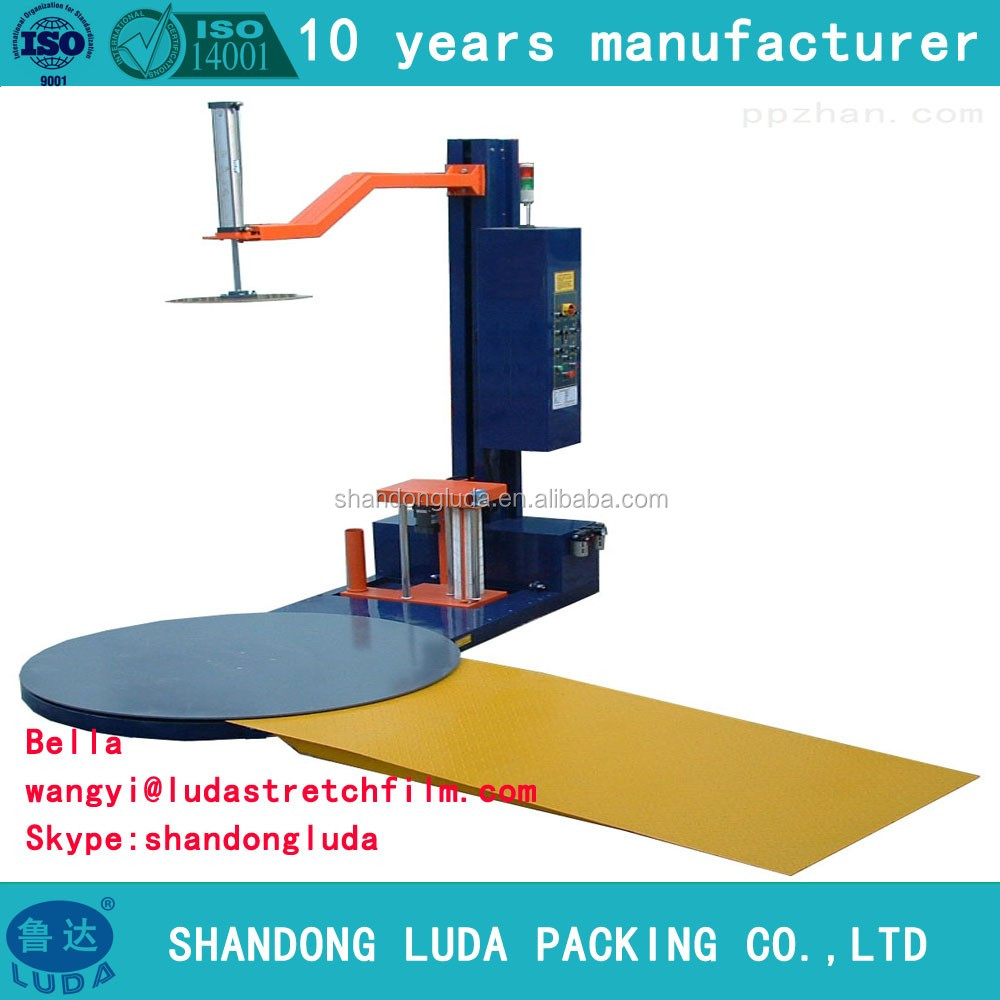 Strech film wrapping machine for bunding goods