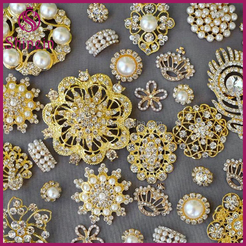 Best selling irregular designs pearl crystal stones strass button with gold metal base