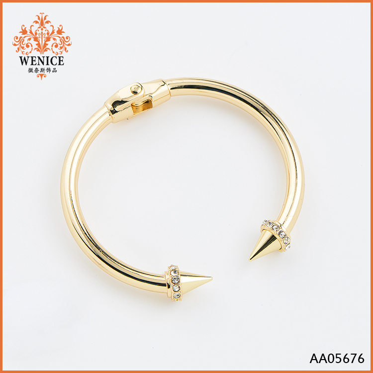 Hot sale acrylic rivet gold chain rhinestone bangles
