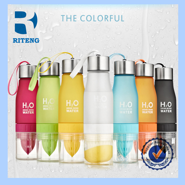 Wholesale new product 2017 BPA free cool gear tritan fruit infuser water bottle with lemon holder from China